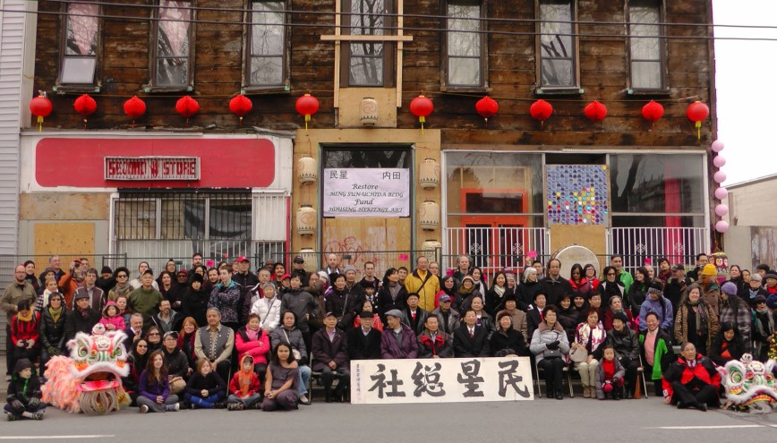 Group photo with community and Ming Sun