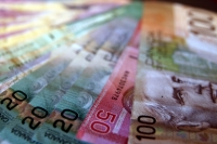 Dollars, credit Desmog blog Canada