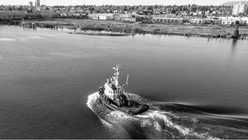 Tugboat on Fraser River, Marpole, photo by Kent Lins