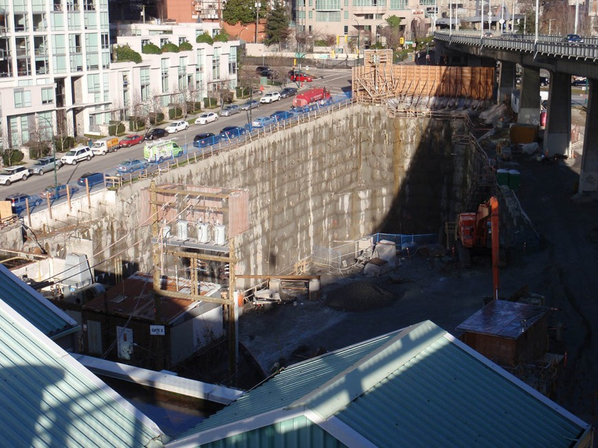Construction beside Granville Bridgehead (Dec 16, 2015)